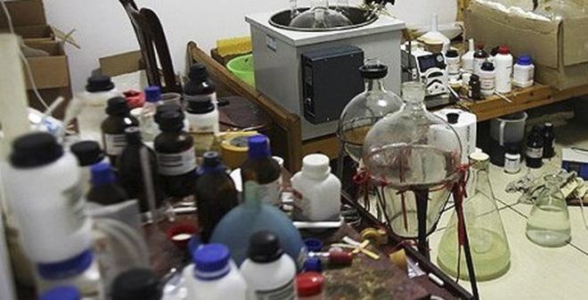 Bắt giữ giáo viên hóa học điều chế ma túy đá tại nhà