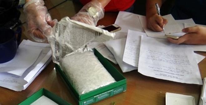 Lật tẩy chiêu độn tinh bột vào ma túy đá