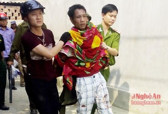 Khởi tố đối tượng nhiễm HIV cứa cổ con tin ở Nghệ An